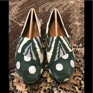 Toms classic shoe customer painted